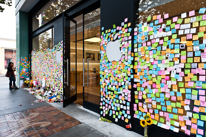 A memorial to Steve Jobs outside an Apple store